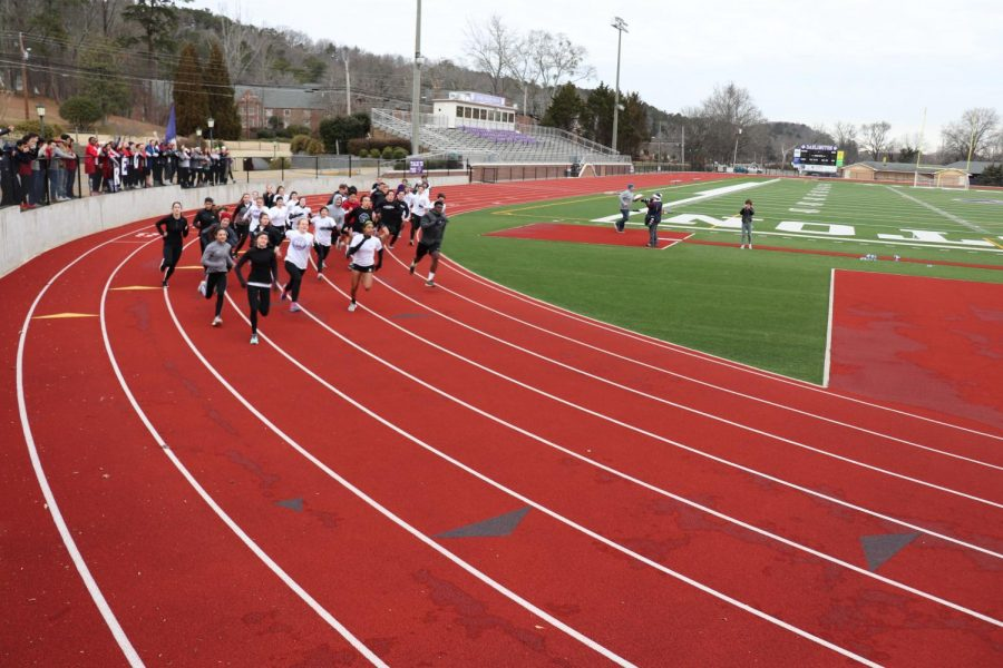 Runners take off from the track to begin Gauntlet.