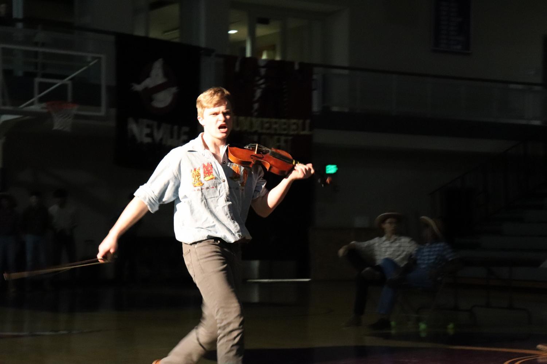 Senior+Nolan+Wilson+plays+a+violin.+