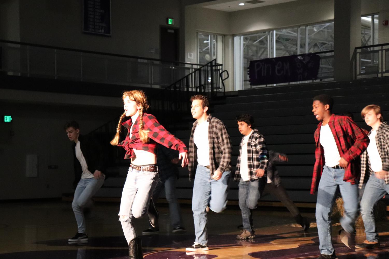 Senior+Alan+Shorey+dances+along+with+Moser+House.+