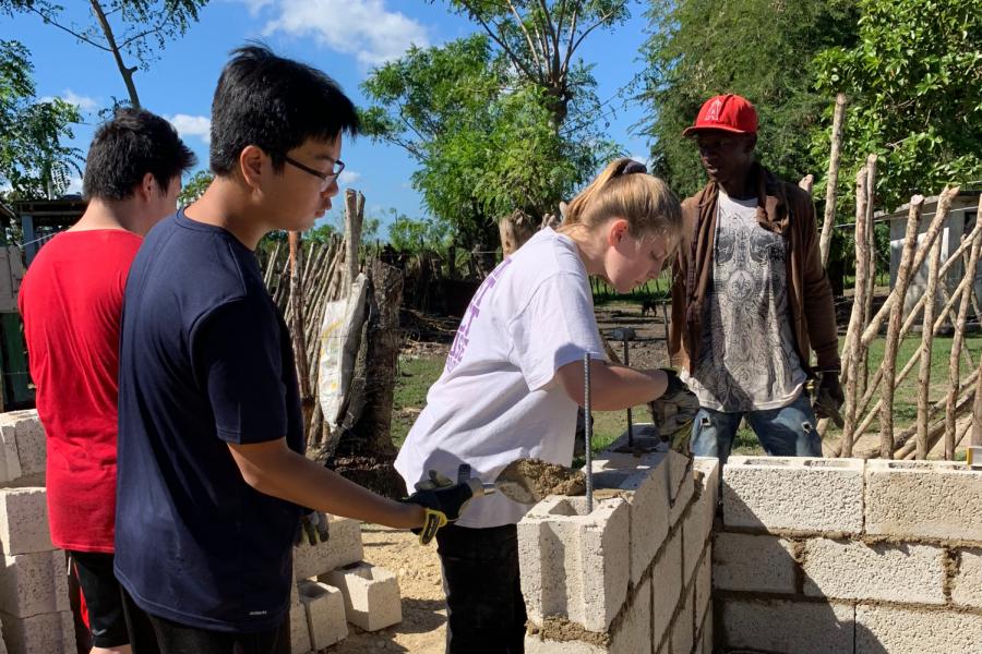 Rebuilding+Communities+in+the+Dominican+Republic